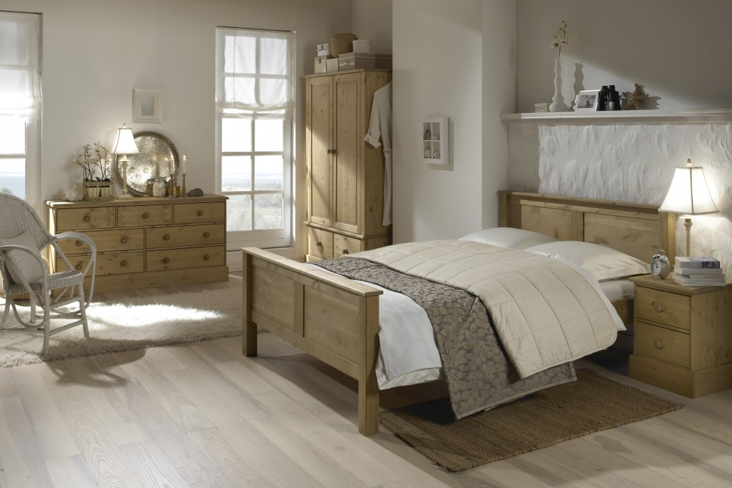 Balmoral Waxed Pine 2 Drawer Bedside Table