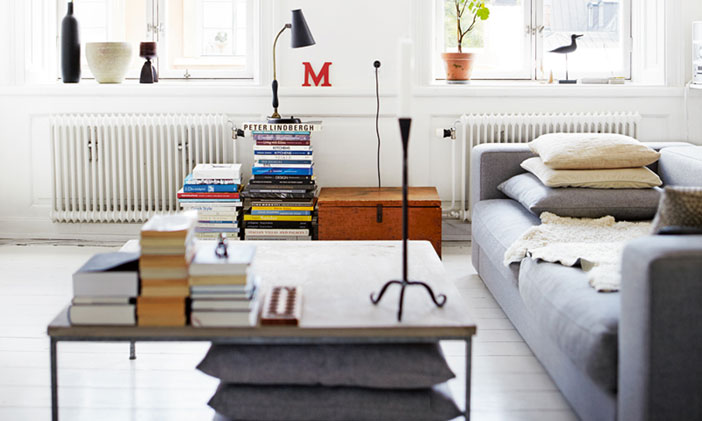 graphical-looking-living-room-with-stacks-of-books-adding-color1 Image credit@ decordots.com