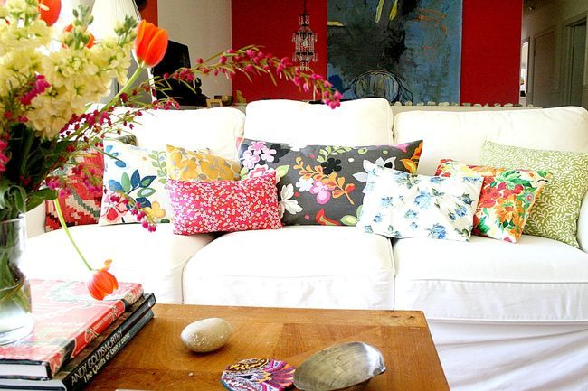 Botanic print cushions on sofa. Image credit: nestdecorating.typepad.com